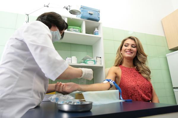 Miss world 2015 ร่วมรณรงค์ 90-90-90 แคมเปญต่อต้านโรคเอดส์ (UNAIDS)