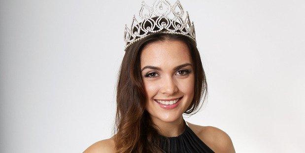 Miss World New Zealand นางงามจิตกุศลใช้ม้าบำบัดคนพิการ