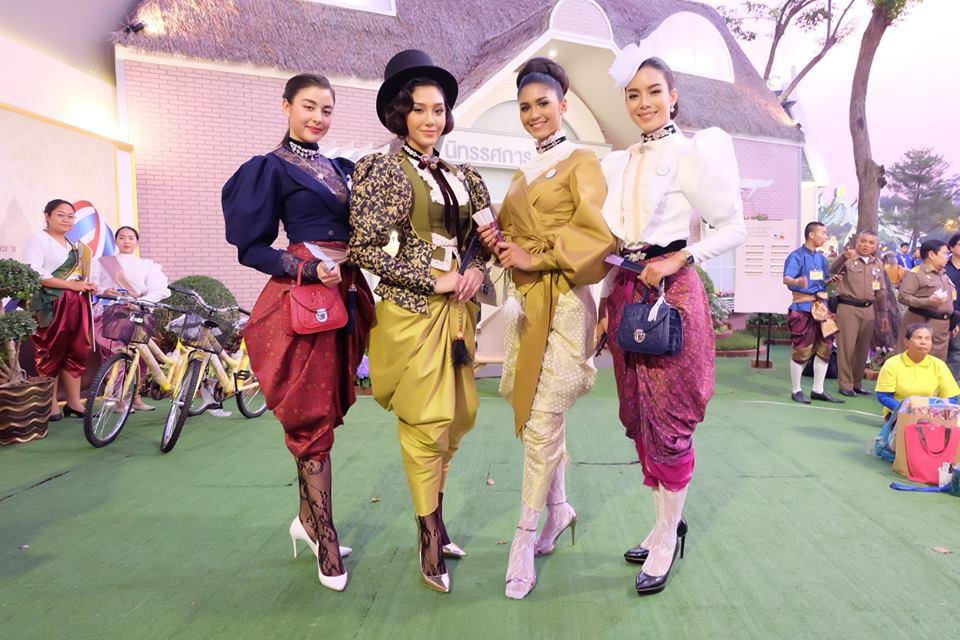 สาวๆ กองมิสไทยแลนด์เวิลด์ ร่วมงานอุ่นไอรัก สายน้ำแห่งรัตนโกสินทร์
