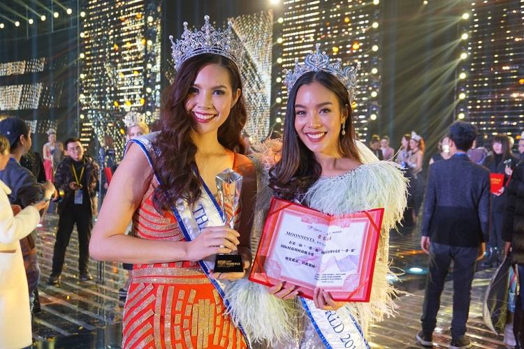 มิสไทยแลนด์เวิลด์ 2015 และ 2016 ร่วมงานแฟชั่นวีคนานาชาติ ที่ประเทศจีน คว้ารางวัล Fashion Charming Award