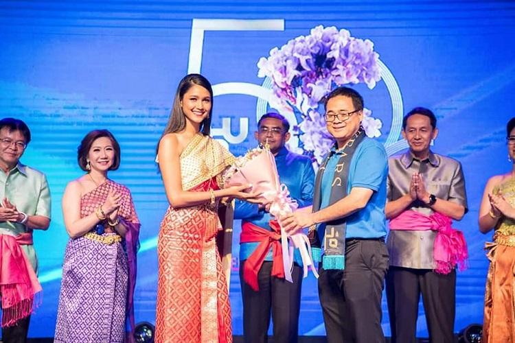 แพรว รองอันดับ 1 มิสไทยแลนด์เวิลด์ 2018 ร่วมเดินแบบชุดไทย งาน 50 ปีหนึ่งเดียว ม.อ. รวมช่อศรีตรัง