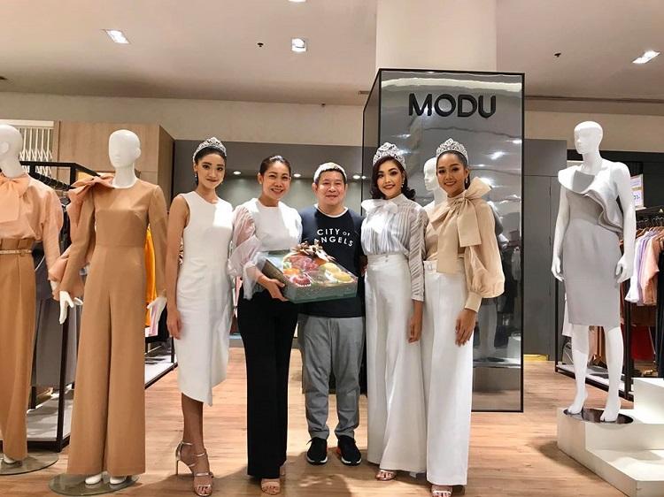 3 สาวงามมิสไทยแลนด์เวิลด์ 2019 เข้าขอบคุณ MODU ผู้ที่ให้การสนับสนุนกองประกวดมิสไทยแลนด์เวิลด์