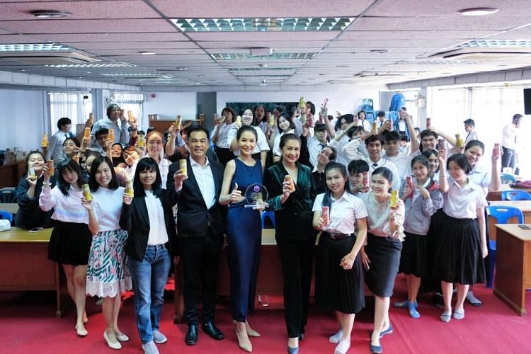 ส้ม-หนูสิ รุ่นพี่มิสไทยแลนด์เวิลด์ เดินหน้าโครงการปลุกพลังสร้างคุณค่าสัญจร ม.ราชภัฎธนบุรี
