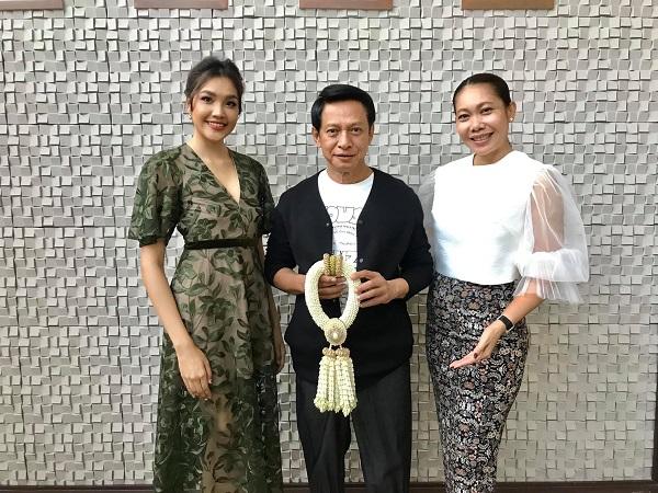 เกรซ-นรินทร Miss Thailand World 2019 และคุณอั้ม-จรีลักษณ์ ผู้จัดการร่วมกองประกวด เดินสายขอบคุณและสวัสดีปีใหม่ผู้ใหญ่ใจดี