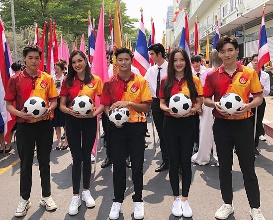 เกรซ Miss Thailand World 2019 ร่วมเดินขบวนพาเหรดในงานฟุตบอลประเพณีจุฬาฯ-ธรรมศาสตร์ ครั้งที่ 74