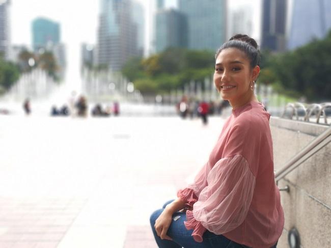 """นิโคลีน พาเที่ยวแบบสายมู พร้อมพาชมตึกแฝดสัญลักษณ์มาเลย์ กับรายการ """"Savings Bank around ASEAN"""" ทาง Nation TV ช่อง 22"""