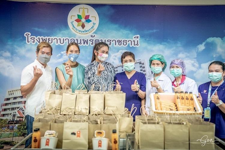 คนไทยไม่ทิ้งกัน ส้ม-ชนากานต์ Miss Thailand World 1990 ร่วมด้วย ตุ๊ก ชนกวนัน ขอทำความดีเติมพลังให้นักรบชุดขาว