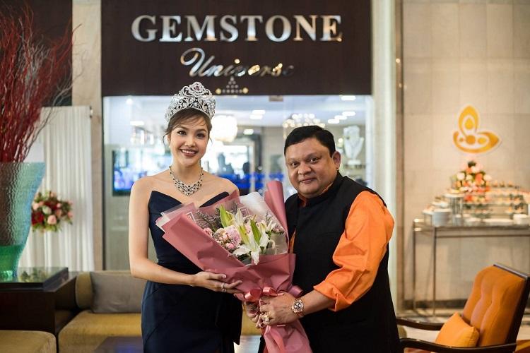 เกรซ Miss Thailand World 2019 พ่วงตำแหน่ง พรีเซ็นเซอร์ Gemstoneuniverse ร่วมแสดงความยินดีเปิดร้านครั้งแรกที่ไทย